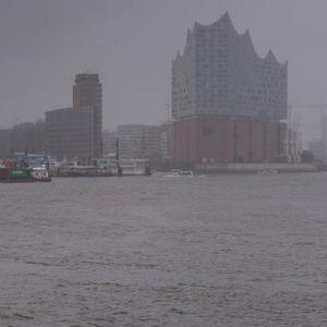 Hamburger Hafen im Regen