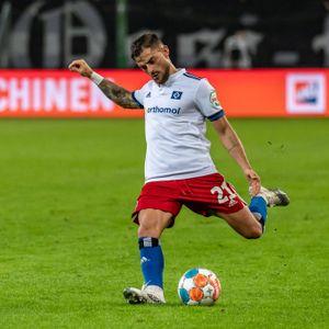 Tim Leibold hat in der Zweiten Liga die meisten Ballkontakte. Das wird Werder Bremen nicht gefallen.