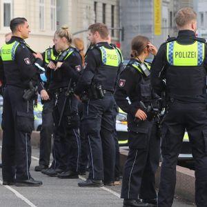 Polizeikräfte im Bereich des Hamburger Hauptbahnhofs.