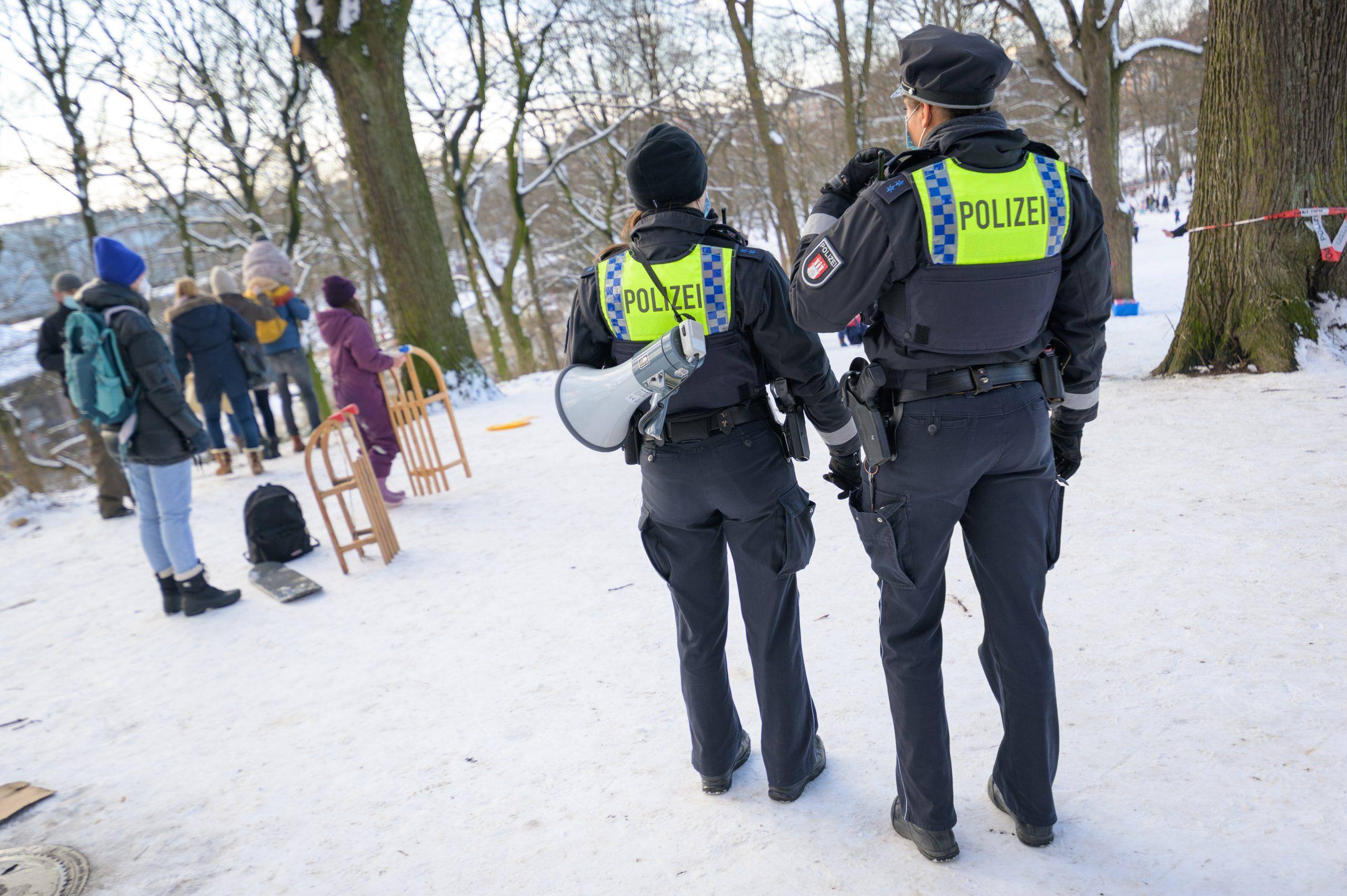 Frierende Polizisten - Gewerkschaft fordert Winterkleidung