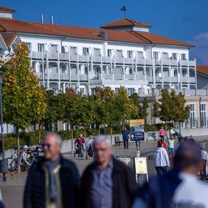 Touristen in Mecklenburg Vorpommern - hier wird positiv auf die Herbstsaison geblickt, denn die Tourismusbranche will die Corona-bedingten Ausfälle aus dem Frühjahr aufholen.