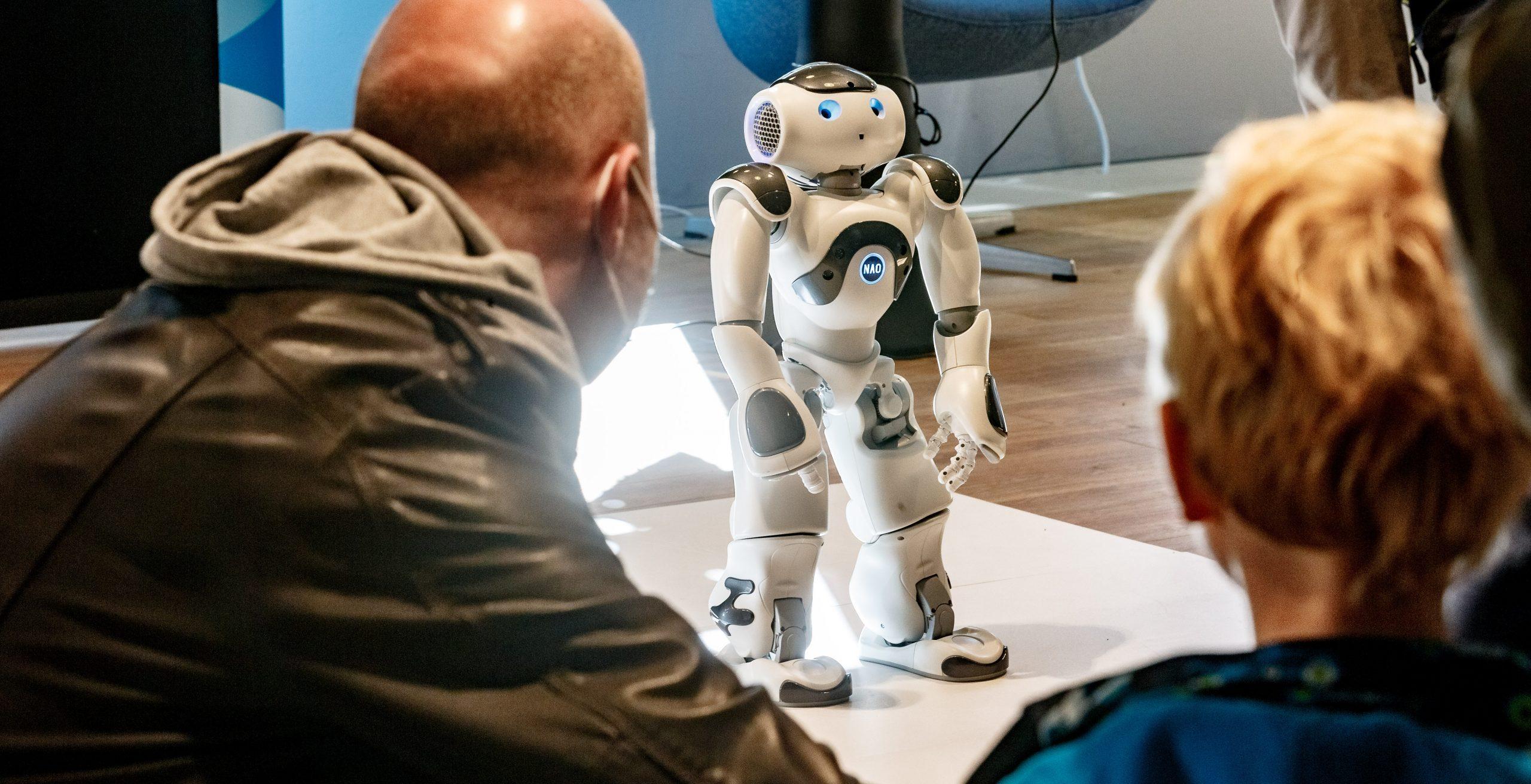 Genauso beweglich wie Menschen: Der programmierbare humanoide Roboter Nao.