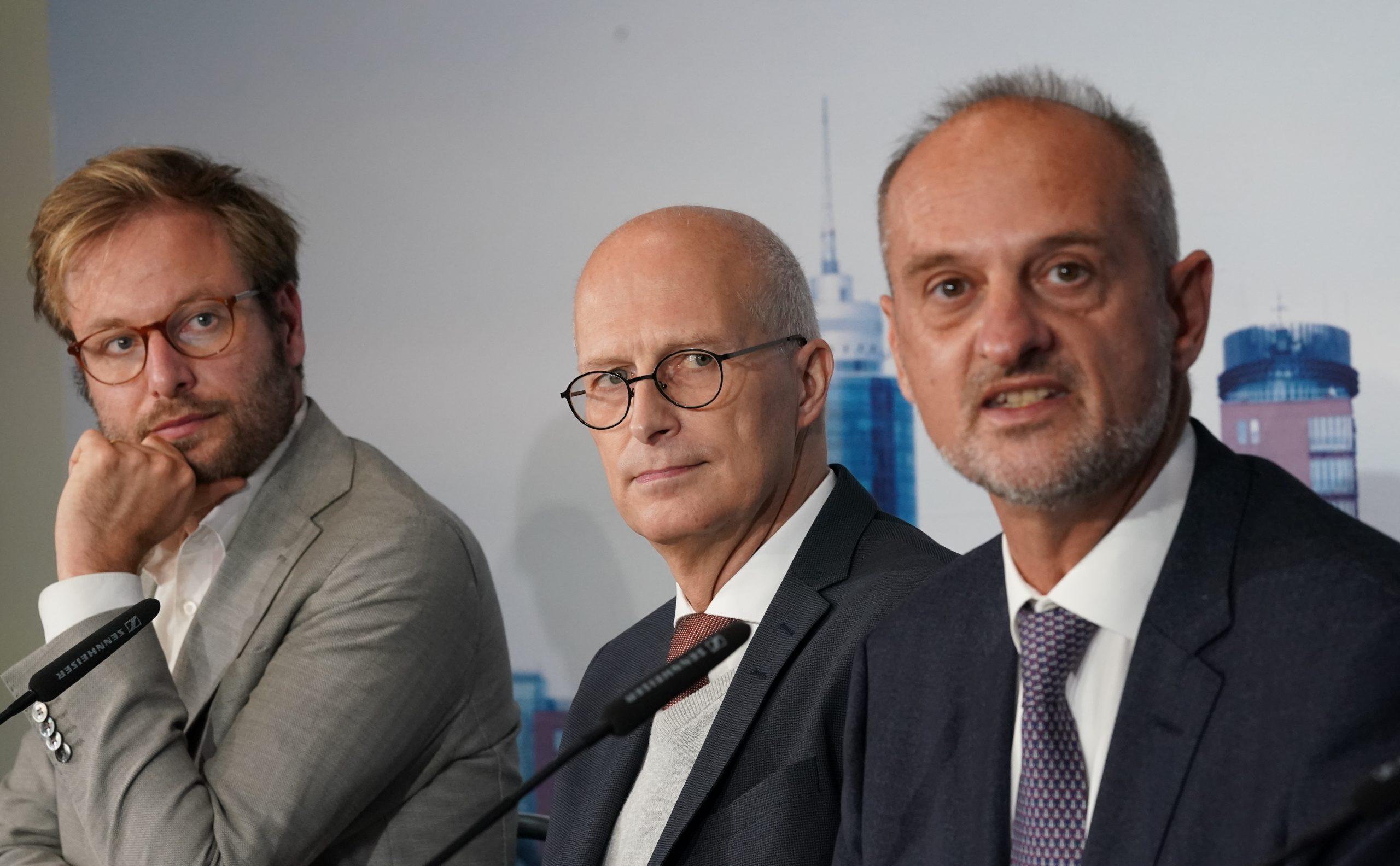Verkehrssenator Anjes Tjarks (Grüne), Bürgermeister Peter Tschentscher (SPD) und Angelos Amditis, Vorsitzender von ERTICO.