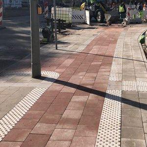 An der Tonndorfer Hauptstraße gibt es kaum ein Durchkommen für Fußgänger:innen.
