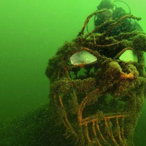 Sporttaucher entdeckt die Poseidon-Skulptur in der Ostsee bei Fehmarn