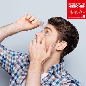 Ein Mann benutzt Augentropfen