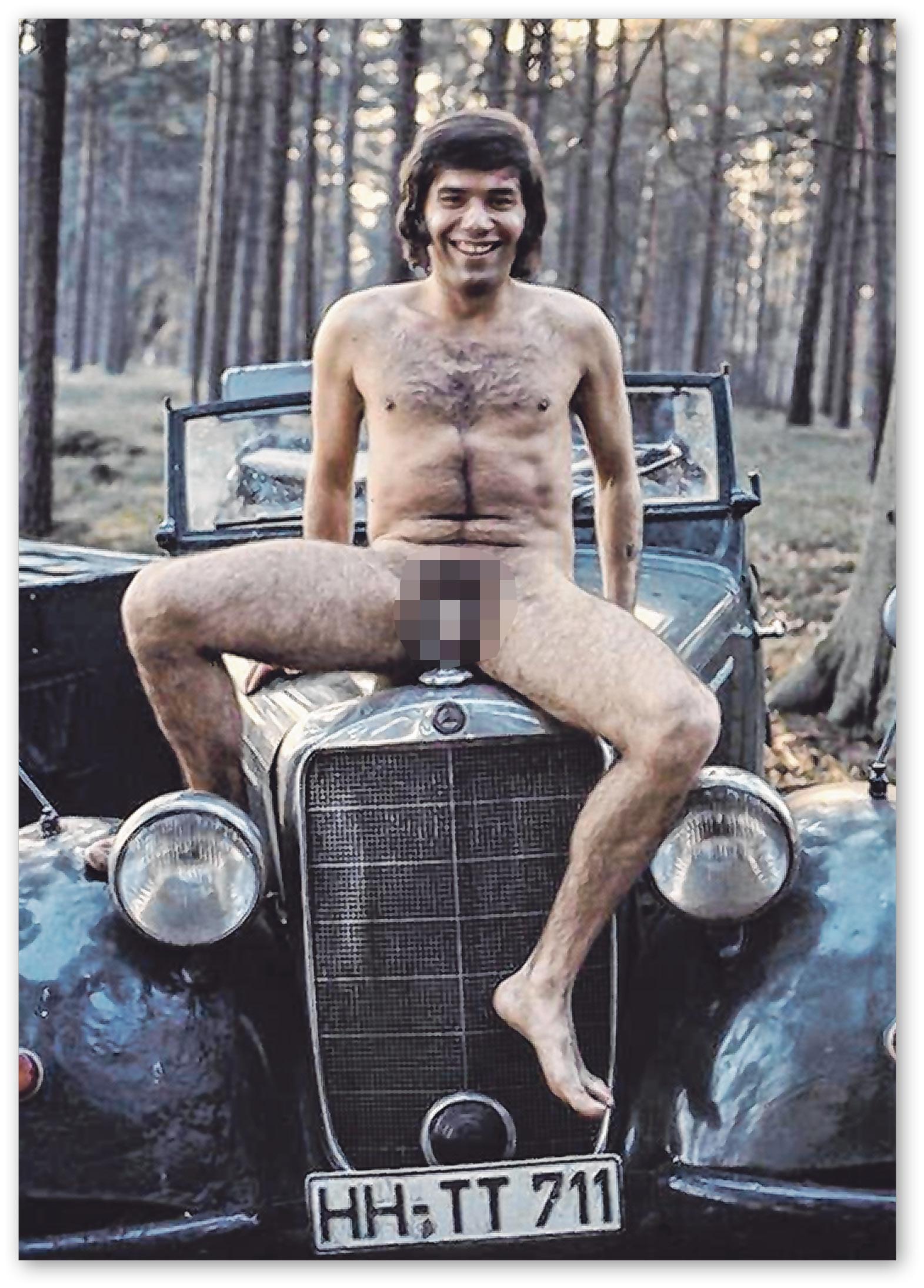 Der hessische Jugendmeister im Frisieren von Herren, den Günter Zint zu Nacktaufnahmen überredet hatte.