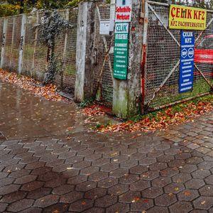Auf dieser unscheinbaren Fläche an der Straße Am Diebsteich sollen sich in einigen Jahren die Handwerksbetriebe stapeln.