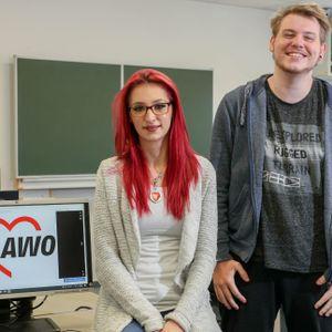 Monika Klinik und Jan-Luca Weber im Klassenraum