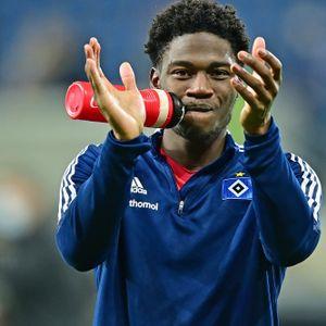 Applaus für den Youngster: Faride Alidou feierte ein gutes Startelf-Debüt für den HSV.
