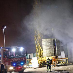 Auf einer Aldi-Baustelle in Rostock ist am Dienstagabend ein Feuer ausgebrochen.