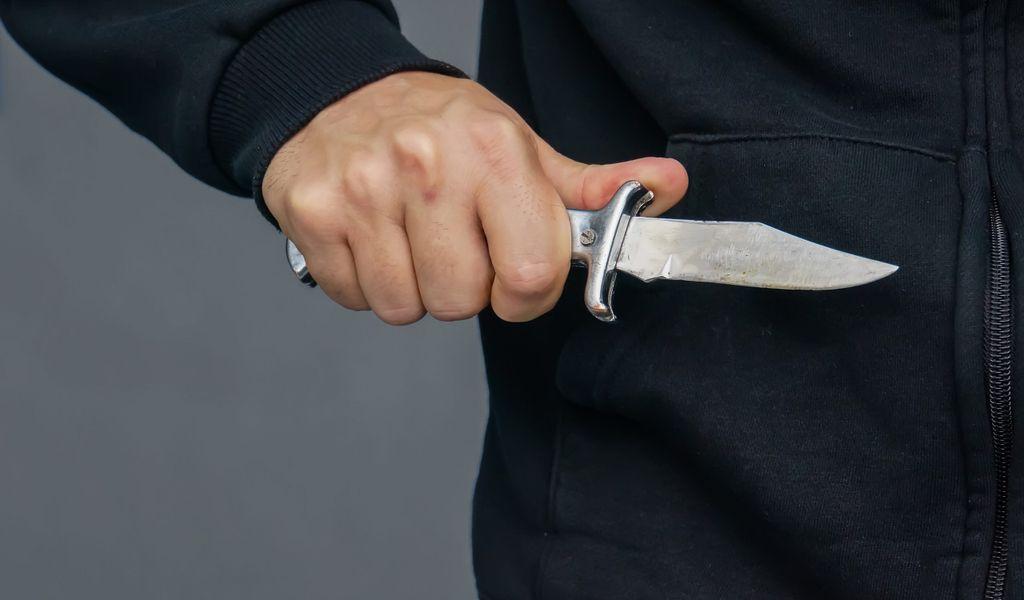 Räuber mit Messer