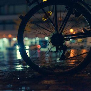 Ein 48-jähriger Radfahrer ist am Samstagabend nach einer Kollision mit einem Auto gestorben. (Symbolbild)