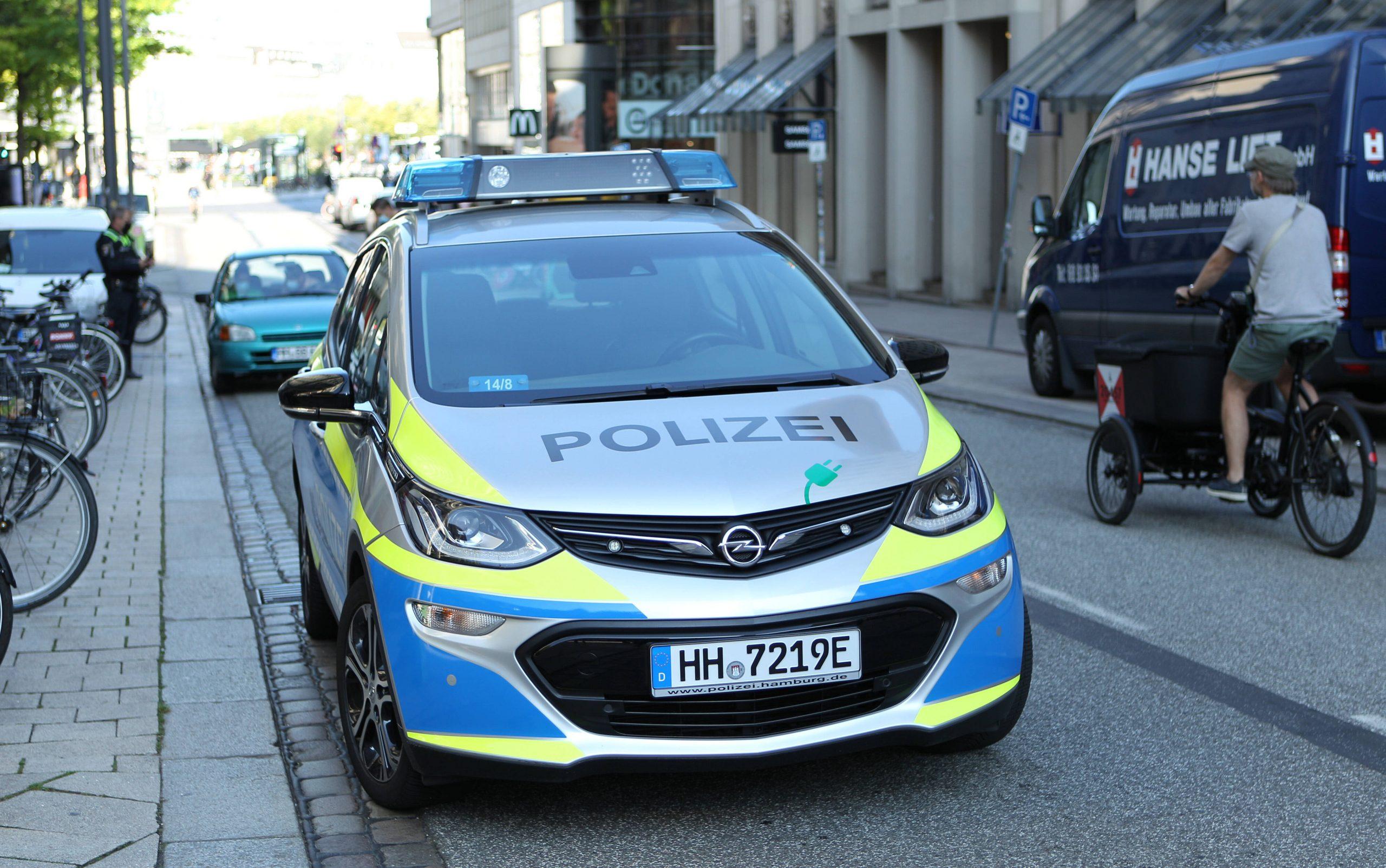 Polizei mit E-Auto