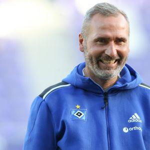 HSV-Trainer Tim Walter lächelt