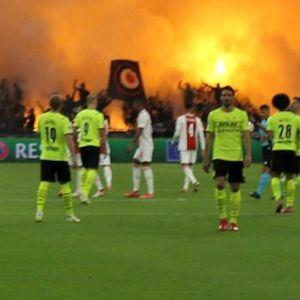 Pyro-Show bei Ajax Amsterdam gegen Borussia Dortmund